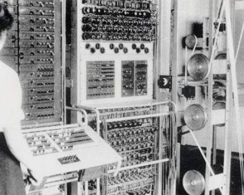 Wrens operating the Colossus computer, 1943.